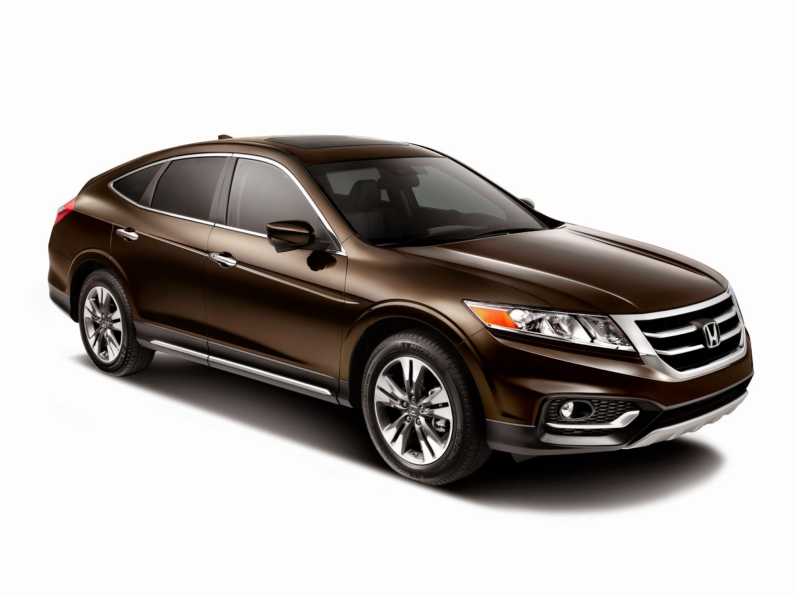 Front 3/4 view of 2014 Honda Crosstour