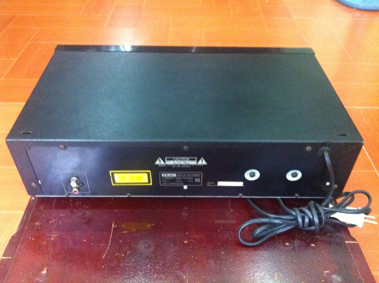 Mặt sau đầu CD - Teac P3200
