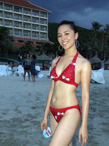 miss universe vietnam 2008 duong truong thien ly bikini photos 01