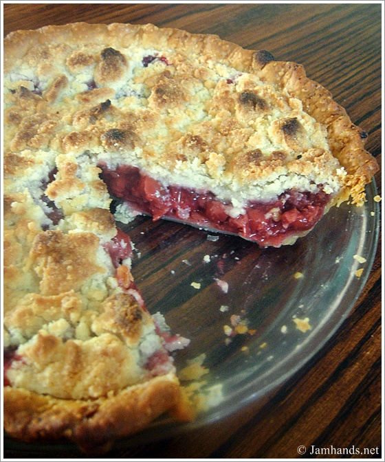 almond crumble sour cherry pie with almond crumble recept yummly sour ...
