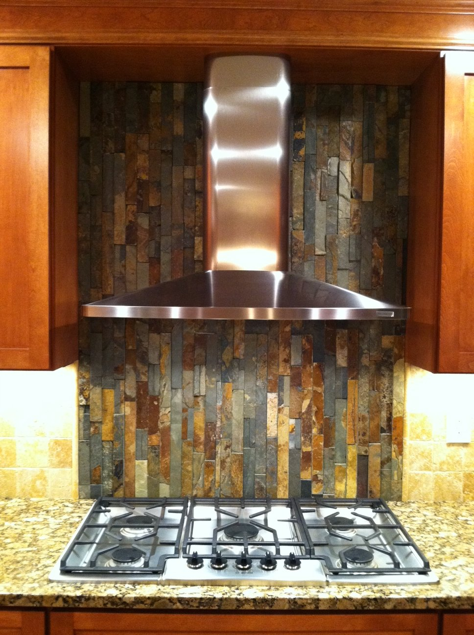 simple but bold kitchen backsplash