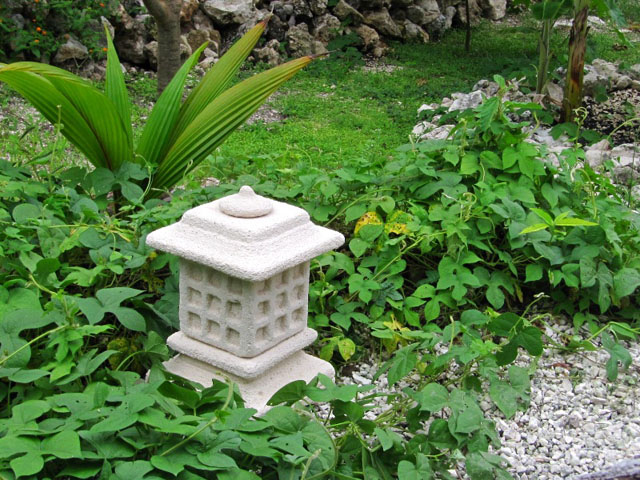 linterna japonesa de piedra para jardín oki-gata