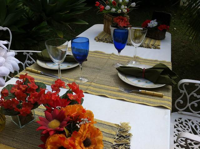 mesa de almoco no jardim:Casa Rosa Pimenta: UMA MESA DE ALMOÇO NO JARDIM