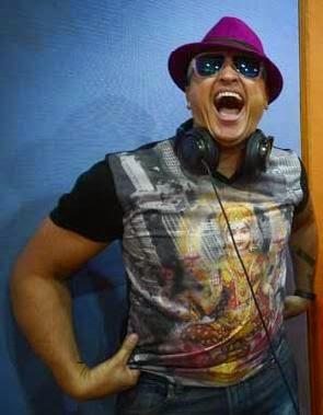 Elvis Crespo genera controversia con bachata de alto contenido sexual