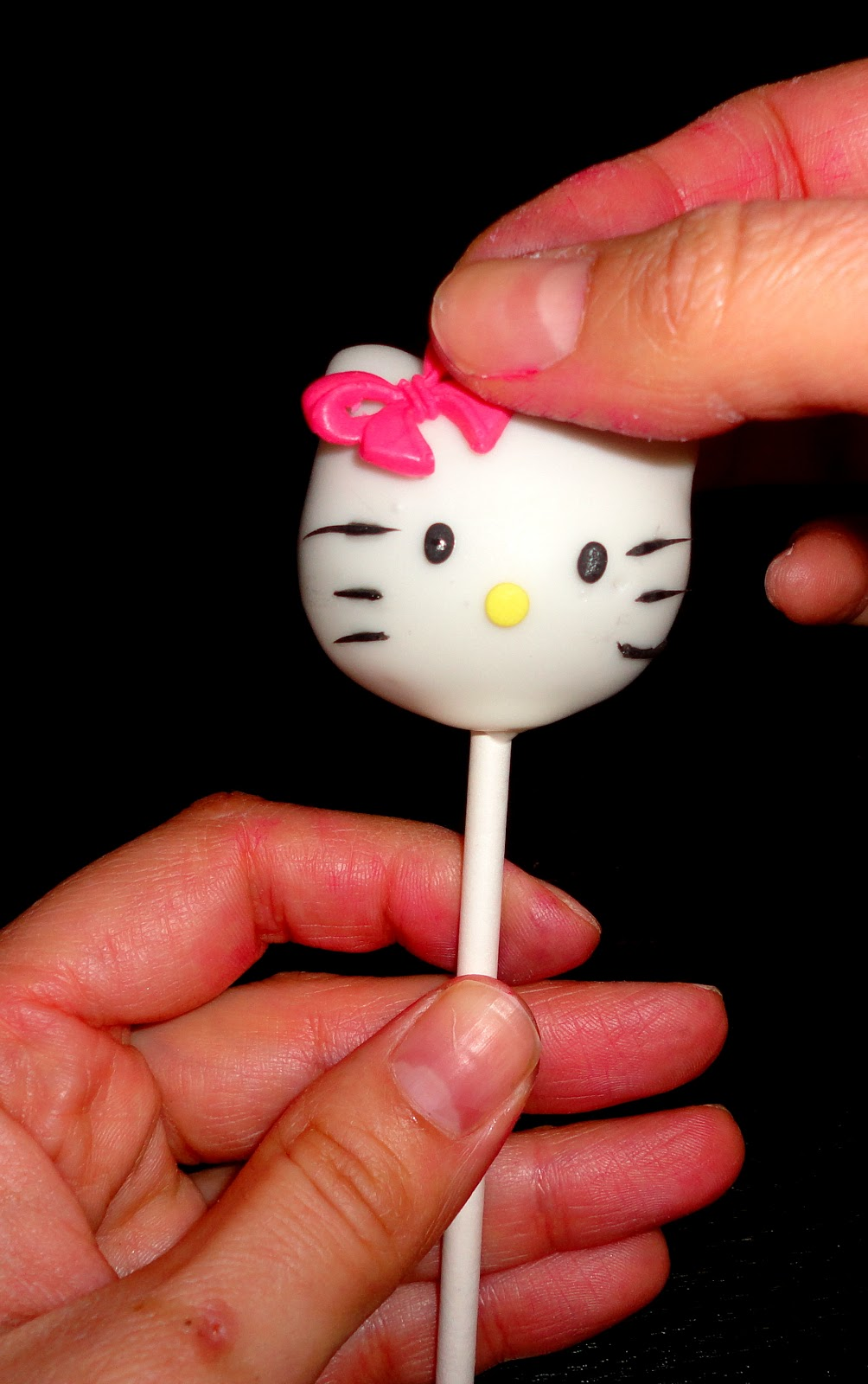 Sugarella Sweets: How to make a Hello kitty cake pop