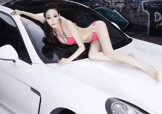 Người mẫu ảnh đẹp và Siêu xe