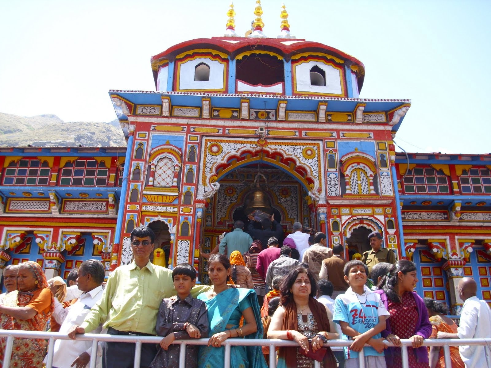 http://www.chardhampackages.com/badrinath-temple.html