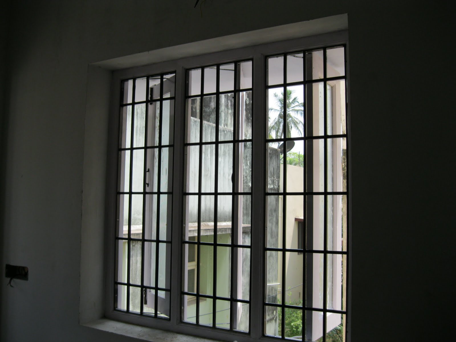 Window grill design photos in kerala joy studio design for Window design metal
