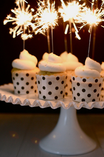 Wedding Sparklers Ideas and Inspiration - Wedding Cupcake Topper