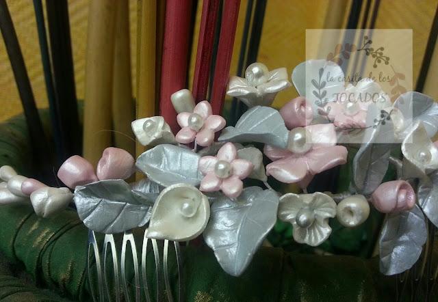 peineta de porcelana fría para novia en colores rosa, gris claro y blanco perla