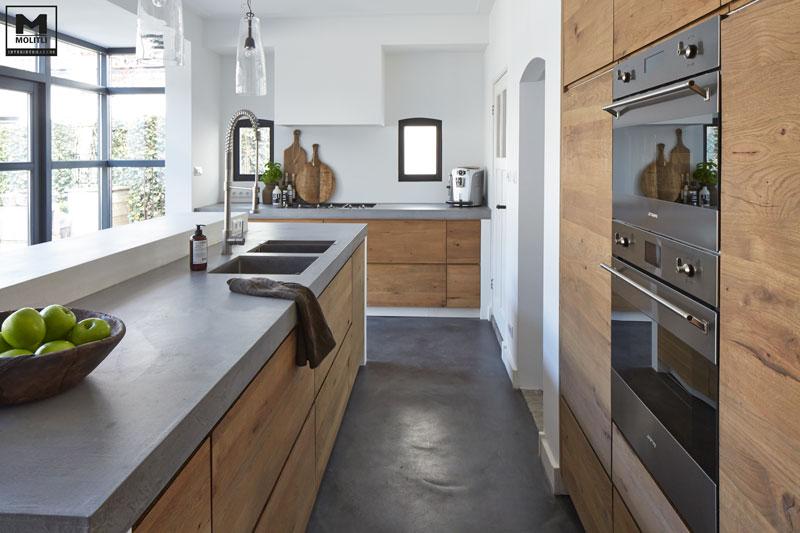 Biała czy drewniana Jaka kuchnia do mieszkania w skandynawskim stylu?  foto   -> Kuchnia Bialo Czarno Drewniana