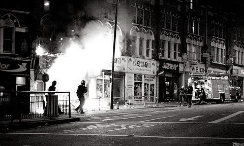 Incendie lors des émeutes de Londres en 2011