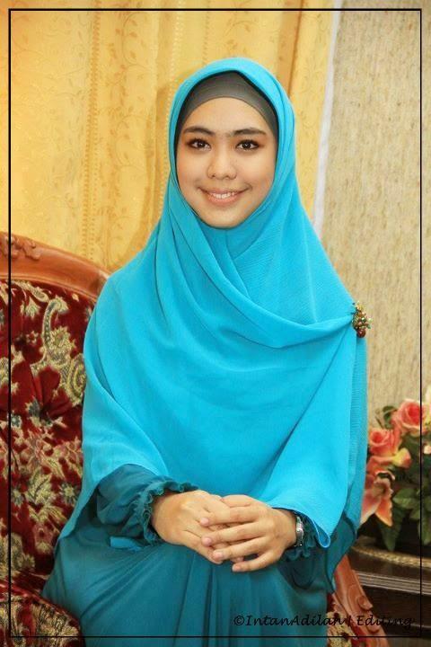 Hijab Syar'i Oki Setiana Dewi | DWI LESTARI