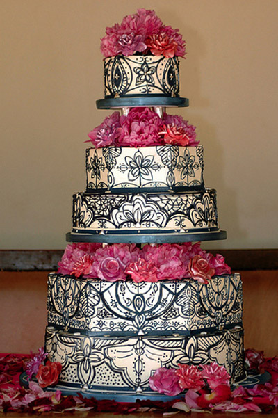 Black  White Wedding Cakes on Black And White Pattern For A Genuinely Sophisticated Wedding Cake