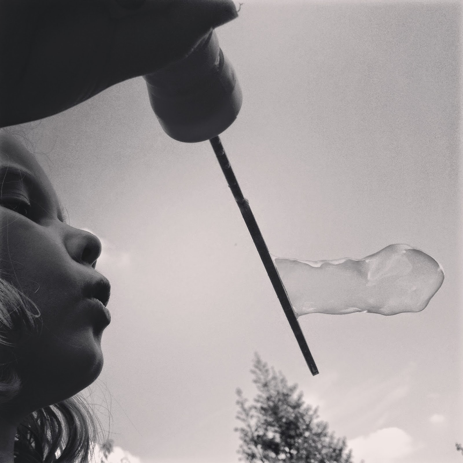 Bubble blowing - Fivegoblogging