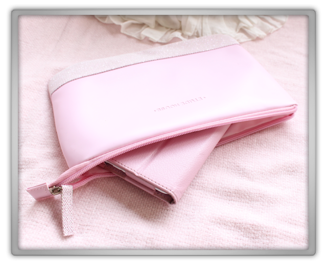 KPOPTOWN Etude House Haul Review kpop etude house beauty blog blogger holidy pink pouch bag sleeve