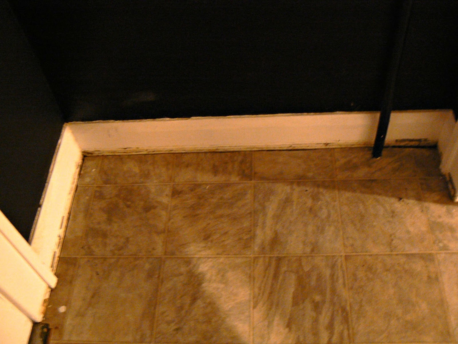 How to install floating cork floors or how to watch someone do like i said the linoleum was mostly intact but around the edge it was pulling up a little so we i say we but lets be honest i had no idea what dailygadgetfo Choice Image