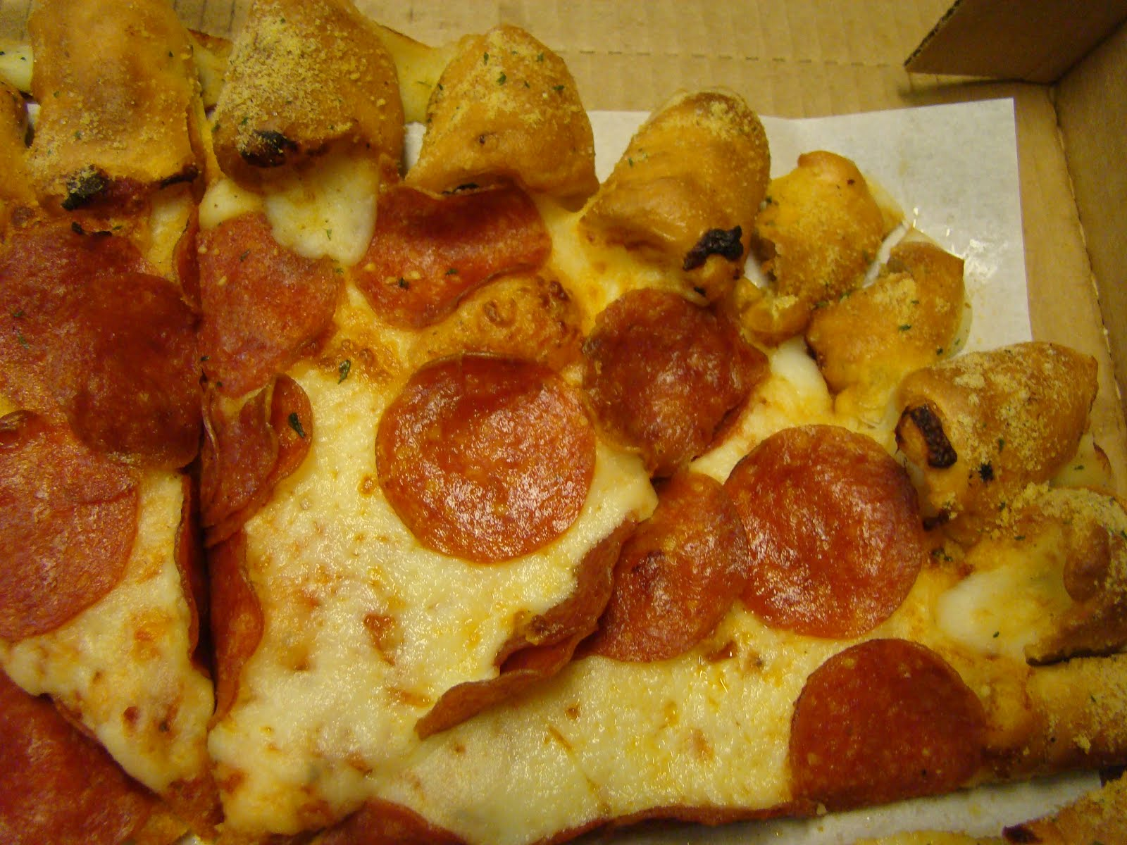 giveaway lady new cheesy bites pizza at pizza hut review giveaway the first thing that drew me to this pizza was the cheese my little sister loves cheese and she was smiling when she saw this one