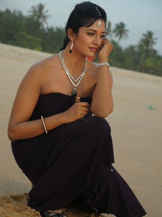 Vimala Raman in black dress - Vimala Raman Latest Hot Stills