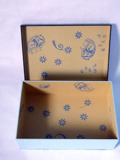 caixa azul poá