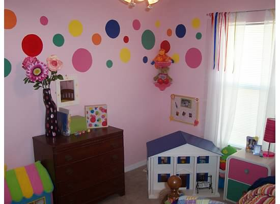 Love bug living polka dot girls room for Polka dot living room ideas