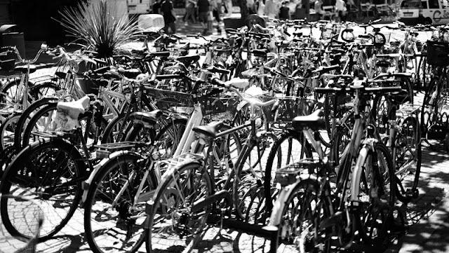 Merano, biciclette parcheggiate