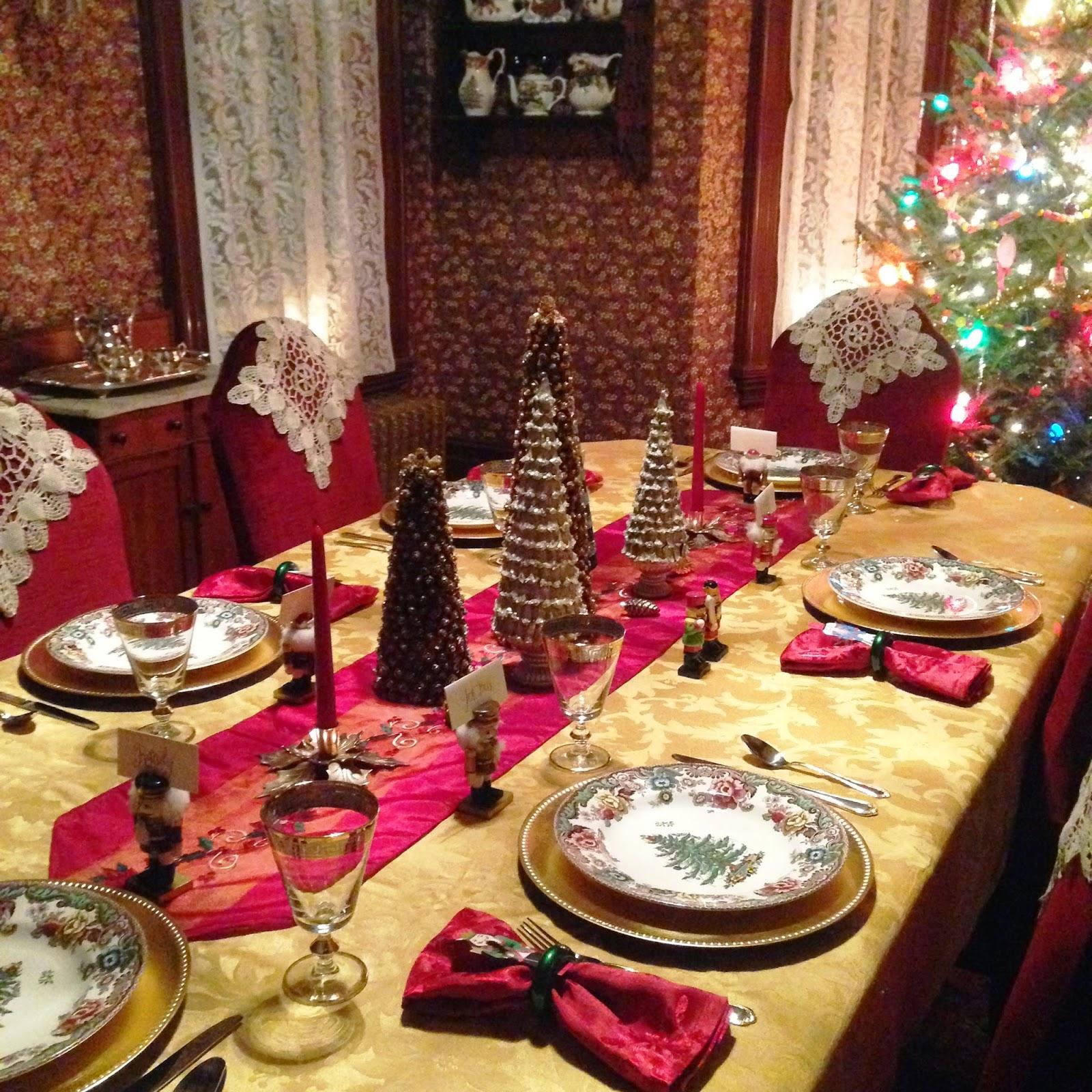carolinajewel's table: Christmas all through the House