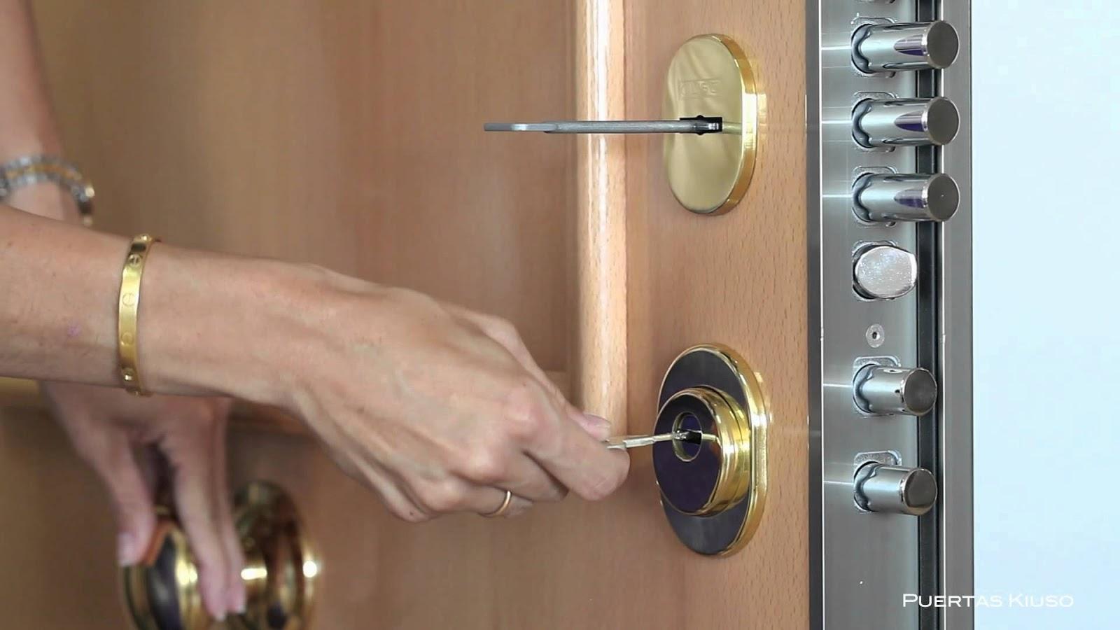 Pakaver cambio de borjas por bombillo - Cerradura seguridad puerta ...