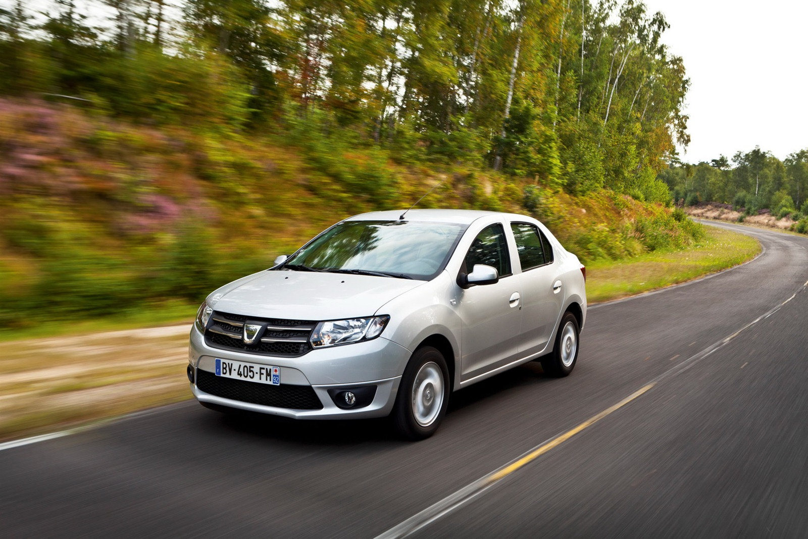 2013 dacia logan sedan ve sandero 2 hatchback duyuruldu turkeycarblog. Black Bedroom Furniture Sets. Home Design Ideas