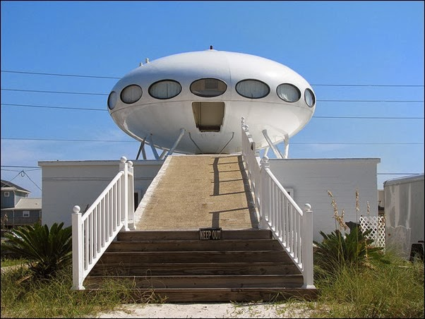 Pensacola Beach's Spaceship House – Florida, USA