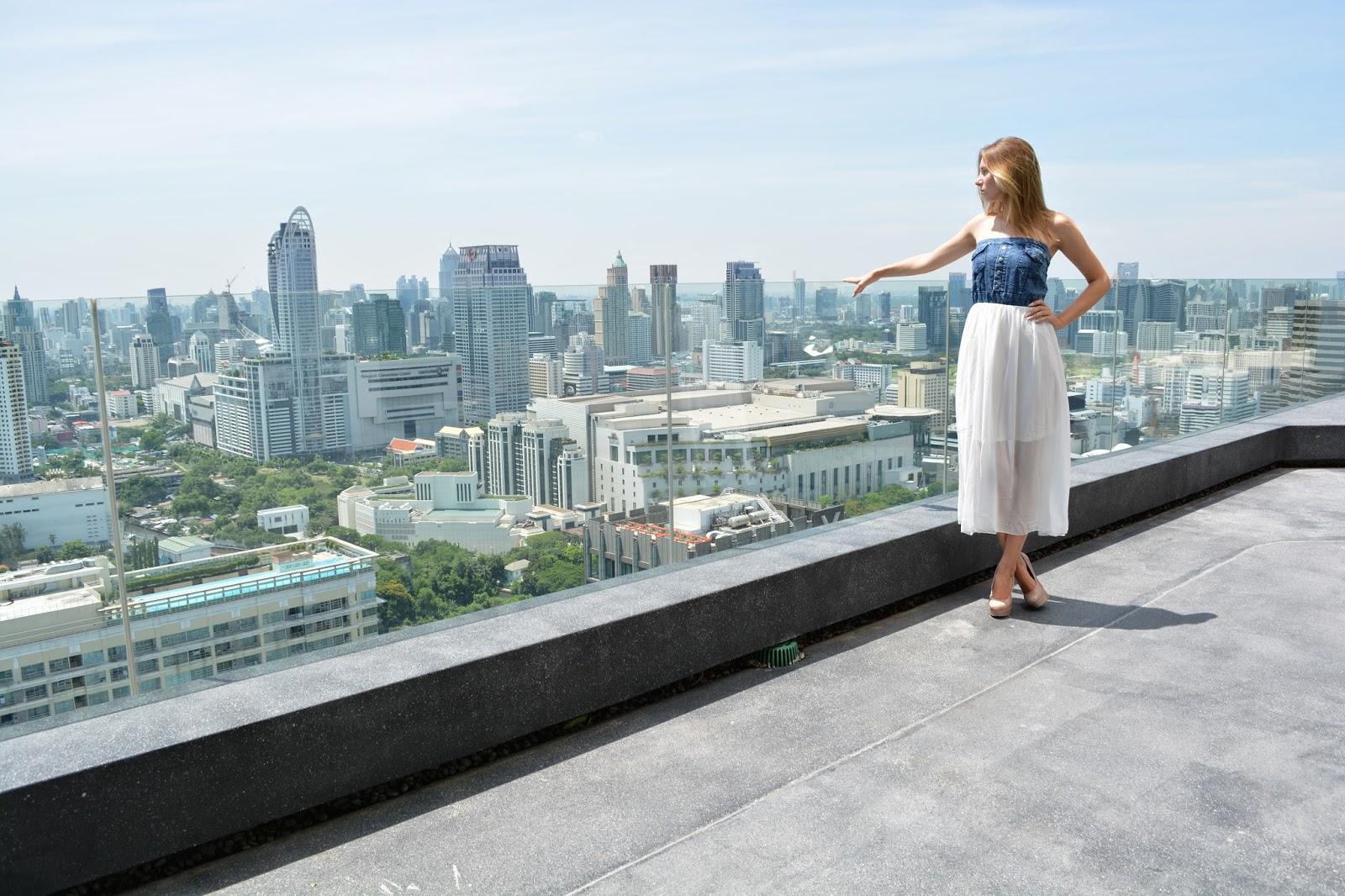 Thajské království, Thajsko, dovolená v Thajsku, Thajsko na vlastní pěst, thajsko bez cestovky, letenky do thajska, kam v Bangkoku, ubytování v Bangkoku, nákupy v bangkoku, modelka, modelka na střeše, mrakodrap, fashionhouse, fashion house, fashion house blog, šaty, dlouhé šaty, džínsové šaty, džínové šaty, jeansové šaty, letní šaty, výprodej letních šatů, levné šaty, češka žijící v zahraničí, češka žijící v Thajsku, Kristýna Vacková, nejlepší blog, český blog, zajímavý český blog, blog o cestování, blog o thajsku, lifestyle český blog, módní blog, fashion český blog, rooftop, kam v thajsku, průvodce po thajsku, plavky, levné plavky, bandeau plavky, bikiny, výprodej plavek