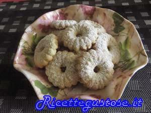 http://www.ricettegustose.it/Biscotti_1_html/Biscotti_di_pasta_frolla_montata_con_sparabiscotti.html