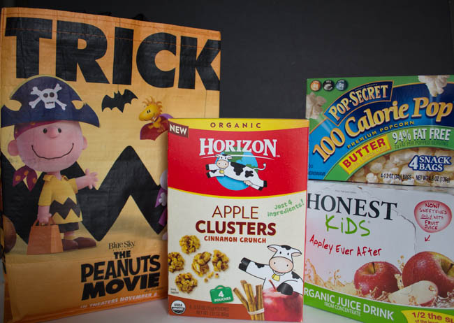 Healthy Halloween Snacks for your kids at school. Also get a free Peanuts Trick-or-treat bag. #ad