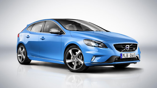 All-new Volvo V40 R-Design and Cross Country