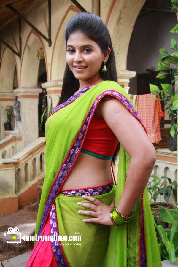Tamil movie actress Anjali hot navel show in saree from Madha Gaja