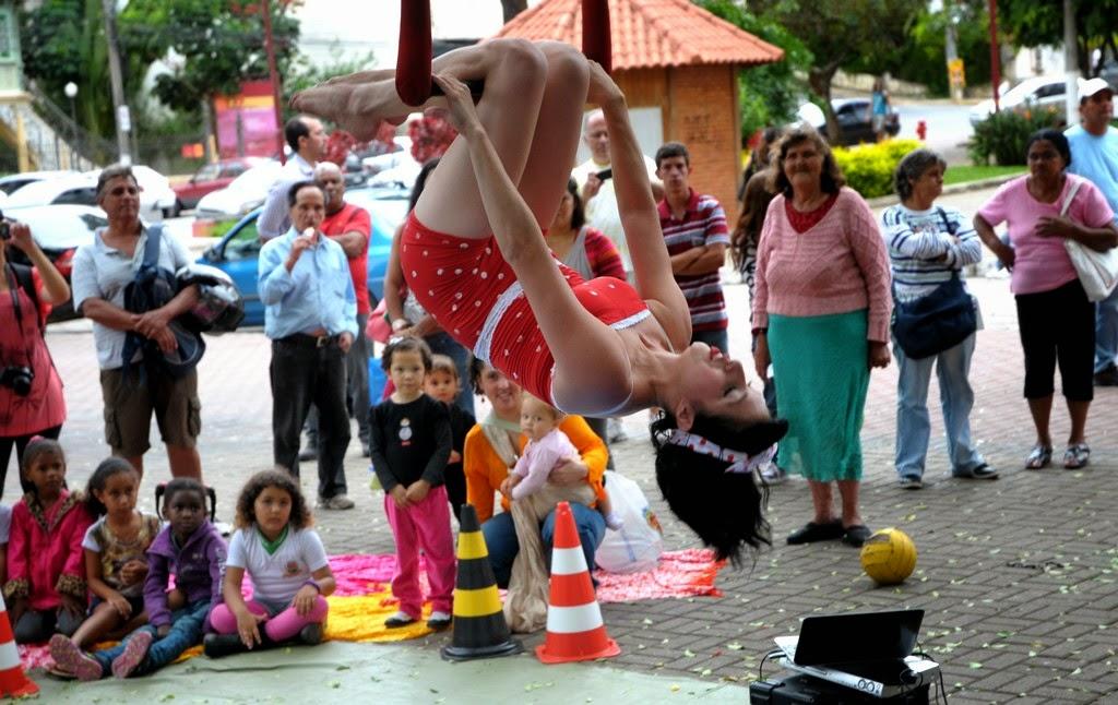 Entre as muitas atividades, as acrobacias de Cecília Viegas chamaram a atenção da plateia