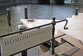 Monumento Homomonument a los gays de Amsterdam