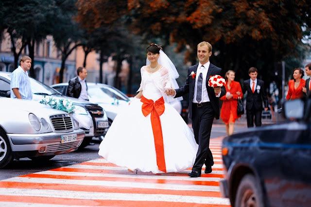 Біле і Червоне весілля Фото Юри Зелененького, Україна