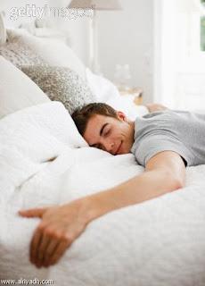 هام للآزواج : تعرف على أهمية النوم بجوار زوجتك !!