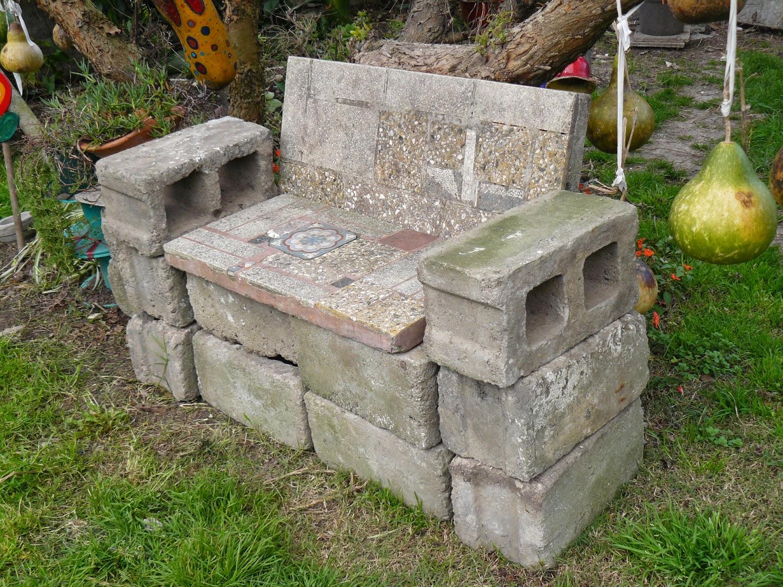 El jard n de emi sill n de piedra for Bloques cemento para jardin