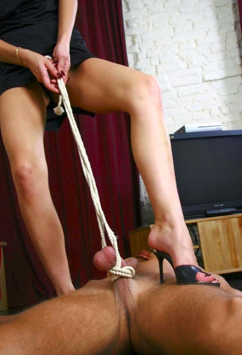 testicles chained to pole - galeriasgaycom