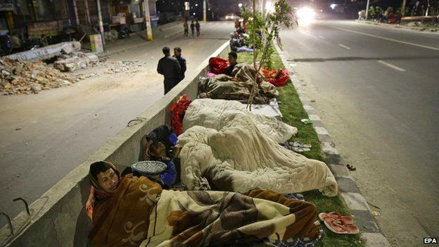 tidur di jalan takut gempa susulan