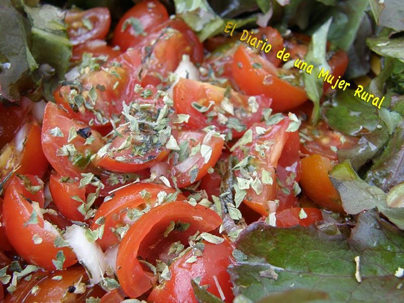 Ensalada de lechuga y tomate cherry