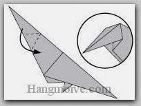 Bước 11: Tạo hai nếp gấp và gấp cạnh giấy xuống dưới.