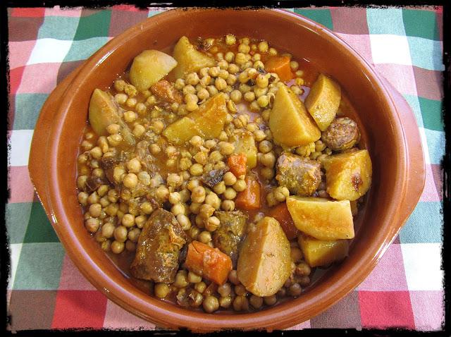 Garbanzos con patatas y chorizo - Como hacer garbanzos guisados ...