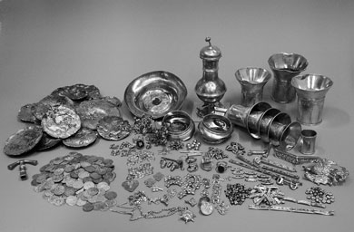 Medieval table set presumable from a rich Jewish trader & Medieval Bride: Tableware