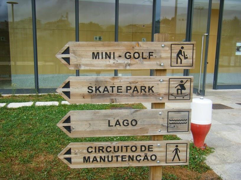 Placas de Sinalização Mini Golf, Skat Park, lago e Circuito de Manutenção