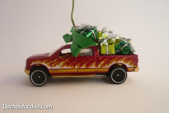 Trang Trí Noel Với Xe Đồ Chơi Hotwheel 3