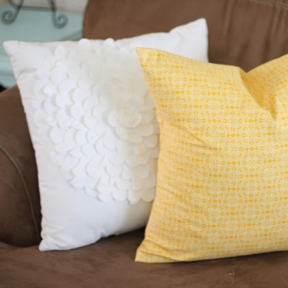 How to sew a pillow cover in 20 minutes!
