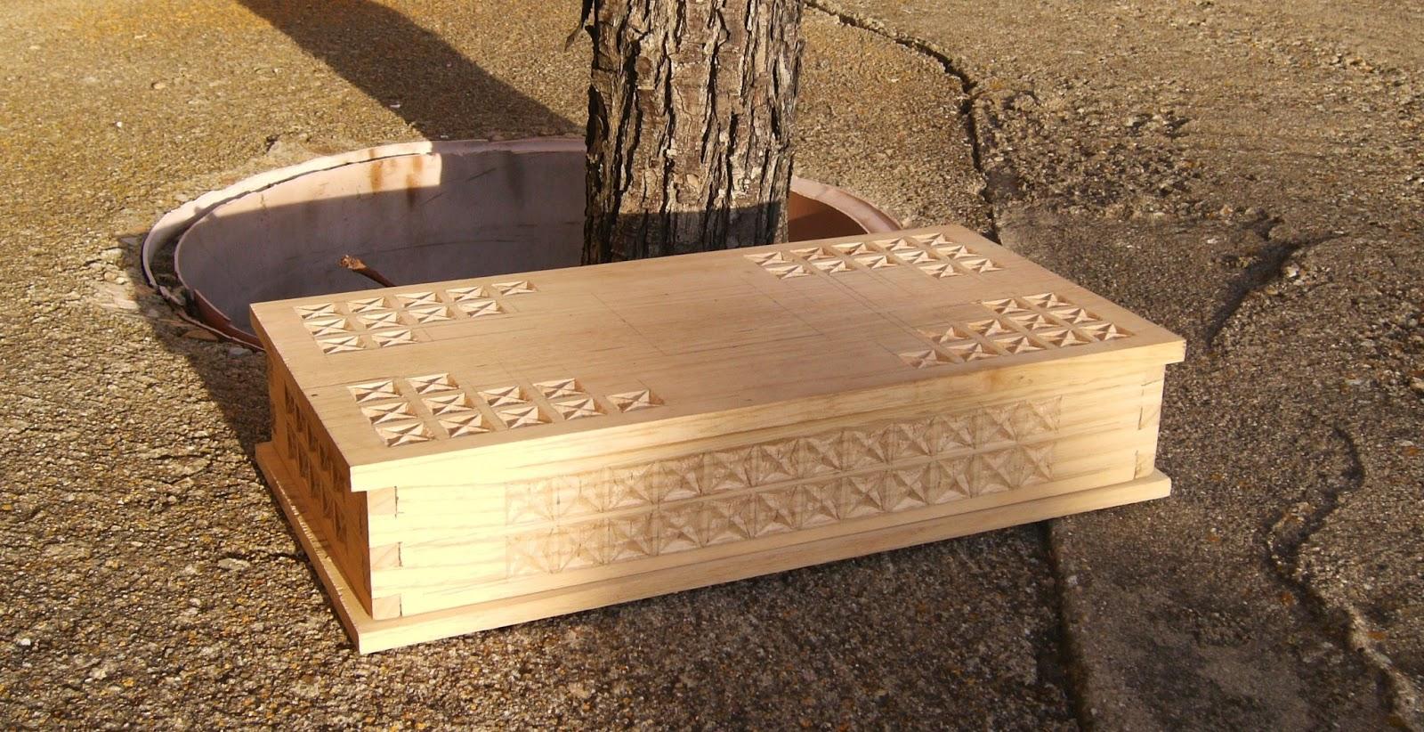 Caja de casta o con decoraci n en talla - Madera de castano ...